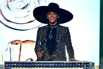 Beyoncé recibe el galardón 'Icono de la Moda' en los CFDA Awards 2016 | LifeStyle | UMOMAG