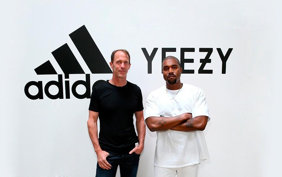 Kanye West refuerza su contrato con