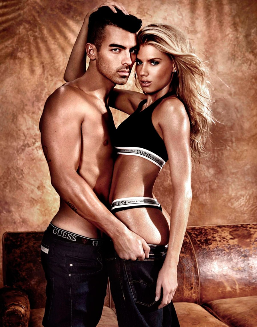 noticia guess joe jonas charlotte mckinney lifestyle tendencias umomag