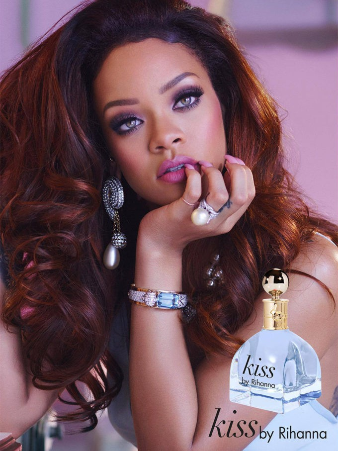 noticia rihanna kiss perfume belleza tendencias lifestyle umomag