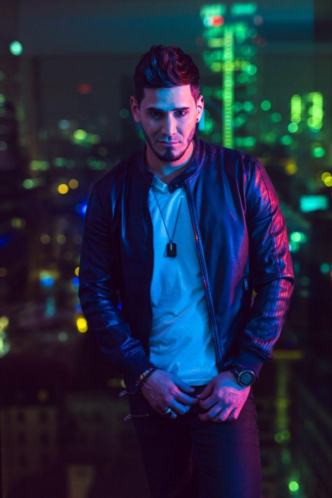 El cantante y compositor venezolano Cassiel7 comparte su nuevo sencillo y videoclip