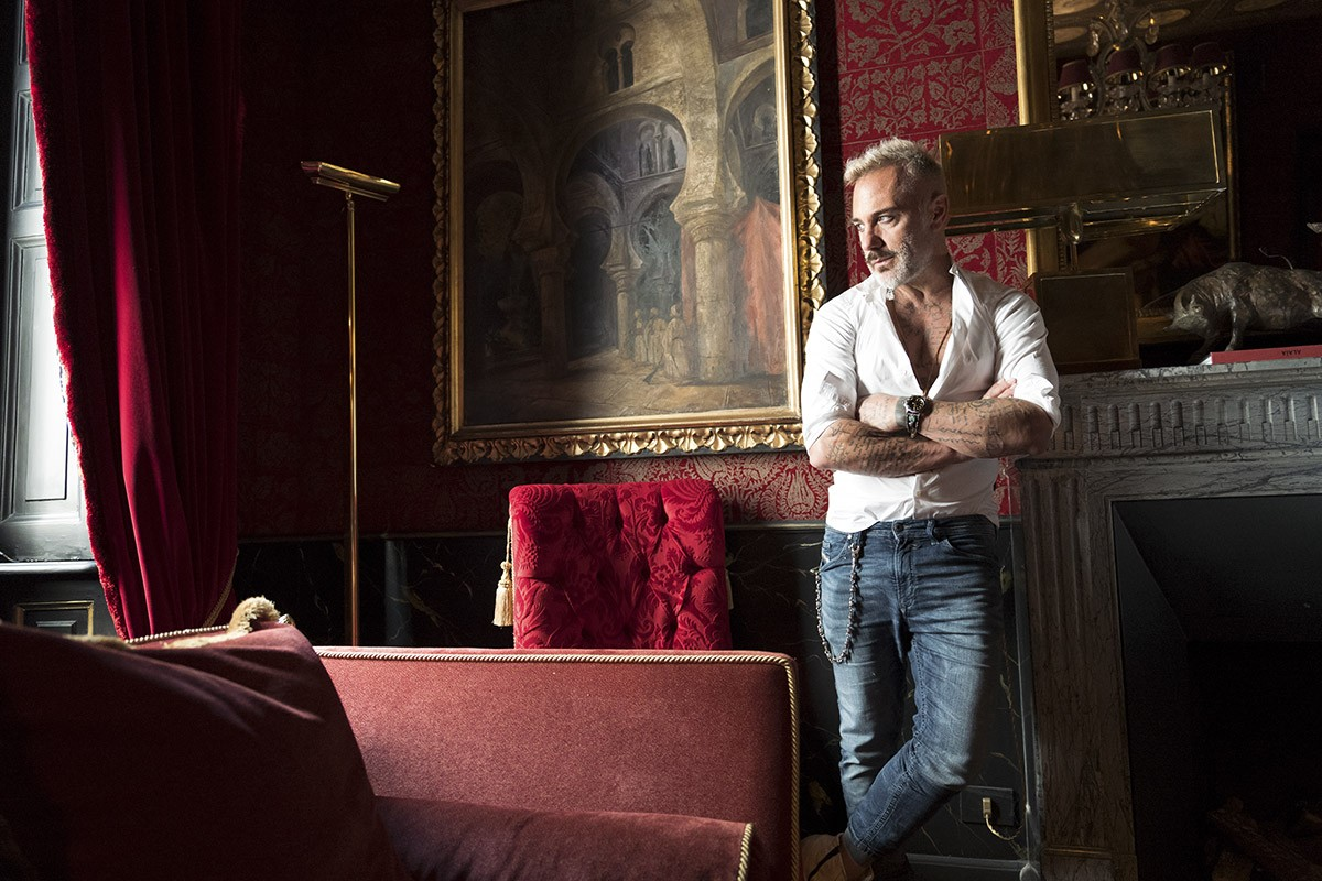 El famoso empresario y entertainer italiano Gianluca Vacchi arrasa este verano en la isla de Ibiza con la fiesta latina 'VIBRA!'